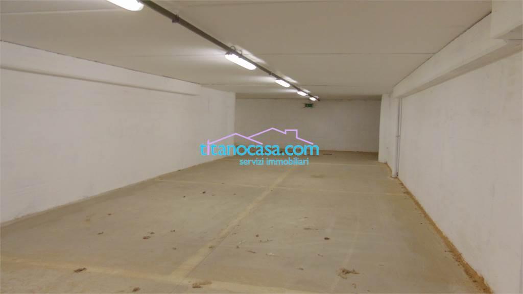 Titanocasa com servizi immobiliari deposito in locazione for Piani di garage con deposito rv