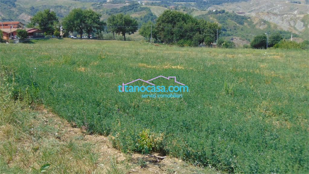 Titanocasa com servizi immobiliari terreno agricolo su strada di passaggio - Casa su ruote su terreno agricolo ...